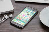 iphone 6 on working table