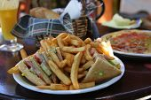 Clubsandwich with fries