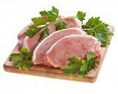 carne de porco com salsa de erva isolada no branco