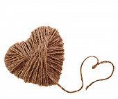 dos corazones de cuerda, aislados sobre fondo blanco