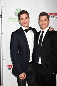 LOS ANGELES - 29 de abril: Max Carver, Charlie Carver chega na festa