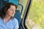 junge Frau mit dem Zug