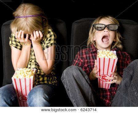 Постер, плакат: Двое детей в очень страшное кино 3 d, холст на подрамнике
