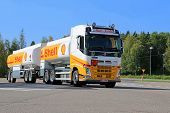 Volvo FH Shell Fuel Truck