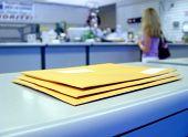Nos correios