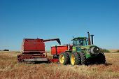 Pull Cobmine Dumping Grain