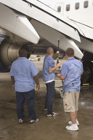 pic of pressure-wash  - washing the flaps of a 737 - JPG