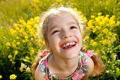 Retrato de uma menina alegre