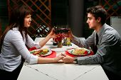 Casal jantando