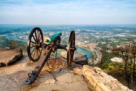 foto of cannon  - Civil war era cannon overlooking Chattanooga - JPG
