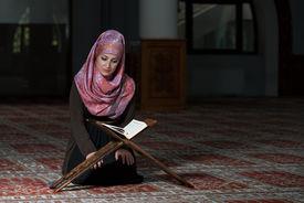 foto of sufi  - Muslim Woman Reading Holy Islamic Book Koran - JPG