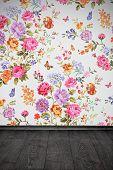 Quarto vintage Floral colorido papel de parede e assoalho de madeira