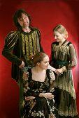 Familyin oude tijd jurken