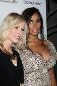 LOS ANGELES - 19 de NOV: Natasha Bedingfield, Leona Lewis llega a