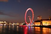 Das London Eye in der Nacht