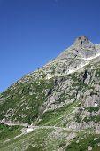 Camino en las montañas de Suiza