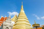 pic of cho-cho  - Golden Pagoda at Wat Phra That Cho Hae  - JPG
