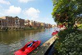 O rio Ouse na cidade de York, Reino Unido