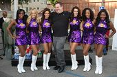 LOS ANGELES - NOV 30:  Jeff Garlin and the Laker Girls at the Hollywood Chamber Of Commerce 17th Ann