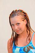Retrato de niña con pelo involucrado
