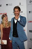 LOS ANGELES - 22 de AUG: Kenzie Dalton, Chad Michael Murray llega a LA Premiere de