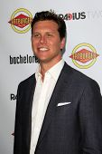 LOS ANGELES - AUG 23:  Hayes MacArthur arrives at the