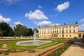 Palast Branicki mit Garten in der Stadt Bialystok.