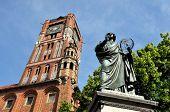 Nicolaus Copernicus monumento en Torun, Polonia