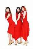 drei Schönheit Mädchen im roten Kleid