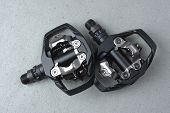 Bicycle clipless pedals