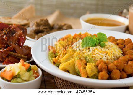 Постер, плакат: Biryani риса или плов рис с карри свежие приготовленный Басмати рис со специями вкусные блюда индийской кухни , холст на подрамнике