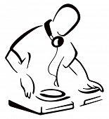 DJ atrás de console