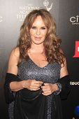 BEVERLY HILLS - 16 de JUN: Catherine Bach em 40 anual Daytime Emmy Awards no Beverly Hilton