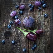 picture of aubergines  - Purple color in vegetables  - JPG
