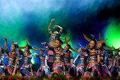 Chinesische ethnische Tänzer