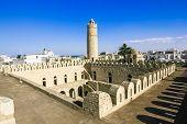 Постер, плакат: Вид со стен крепости Рибат Сусса в Тунисе в городе