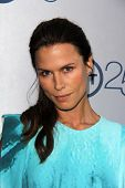LOS ANGELES - JUL-24: Rhona Mitra kommt bei TNT 25th Anniversary Party im Beverly Hilton Hot