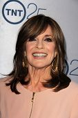LOS ANGELES - JUL-24: Linda Gray kommt bei TNT 25. Anniversary Party im Beverly Hilton Hotel