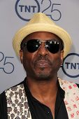 LOS ANGELES - JUL-24: LeVar Burton kommt bei TNT 25th Anniversary Party im Beverly Hilton Ho