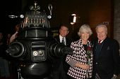 LOS ANGELES - NOVEMBER 8:  Robby The Robot, Earl Holliman, Anne Francis,  and Warren Stevens at the Screening of