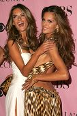 LOS ANGELES - NOVEMBER 16: Alessandra Ambrosio and Izabel Goulart arriving at The Victoria's Secret Fashion Show at Kodak Theatre on November 16, 2006 in Hollywood, CA.