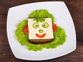 picture of clown face  - Fun food for kids  - JPG