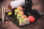 Pranw And Salmon Sushi Roll