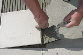 image of grout  - On this picture is hands - JPG