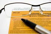 Filling in polish individual tax form PIT-37 for year 2009