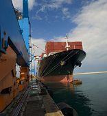Frachtschiff im dock