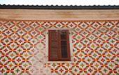 Betegelde gebouw In Koper