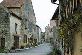 Châteauneuf En Auxois, Village