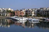 Barcos en la bahía de Tala. Aqaba, Jordania.