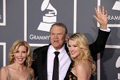 LOS ANGELES - FEB 12:  GLEN CAMPBELL, KIM & ASHLEY arriving to Grammy Awards 2012  on February 12, 2012 in Los Angeles, CA